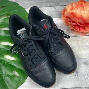 Reebok classic sneaker shoes black 9.5 woman's